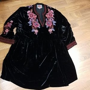 Jonny Was black floral velvet tunic dress.Size XXL